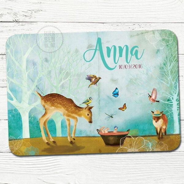 mooi kaartje voor geboorte met dieren in een sprookje bos