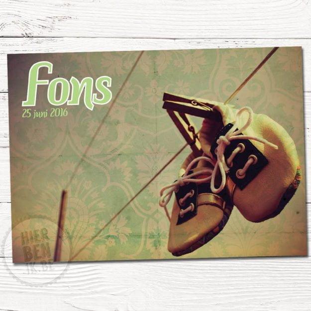 retro geboortekaartjes met schoentjes aan waslijn